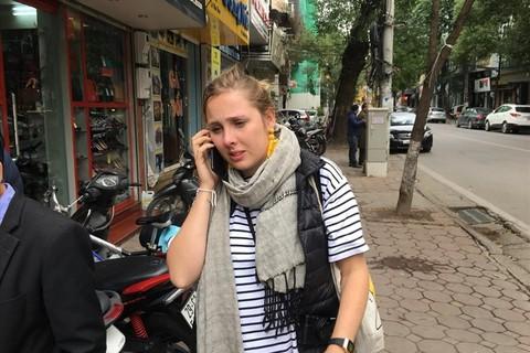Bát bún ấm lòng nữ du khách nước ngoài giữa chiều đông - Ảnh 1.