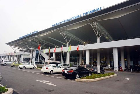 Bộ Giao thông khẳng định thu phí xe vào sân bay đón/trả khách là đúng!